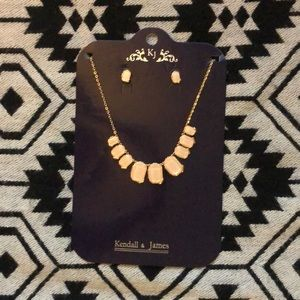 Beautiful necklace & earring set 💕